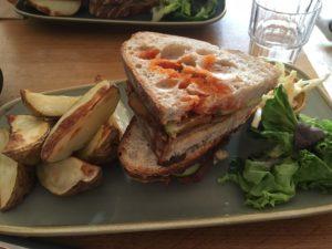 グラストンベリーにあるエクスカリバーカフェのサンドイッチ